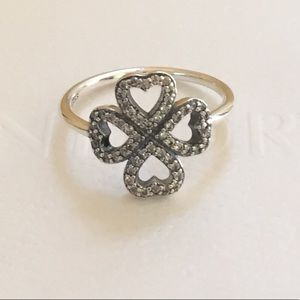 NWOT Pandora Petals of love ring